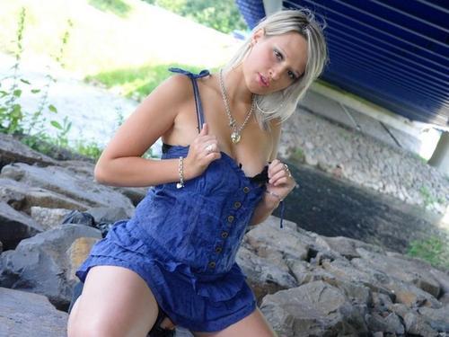 Blondine sucht Sexcam Kontakte für knisternde Rollenspiele